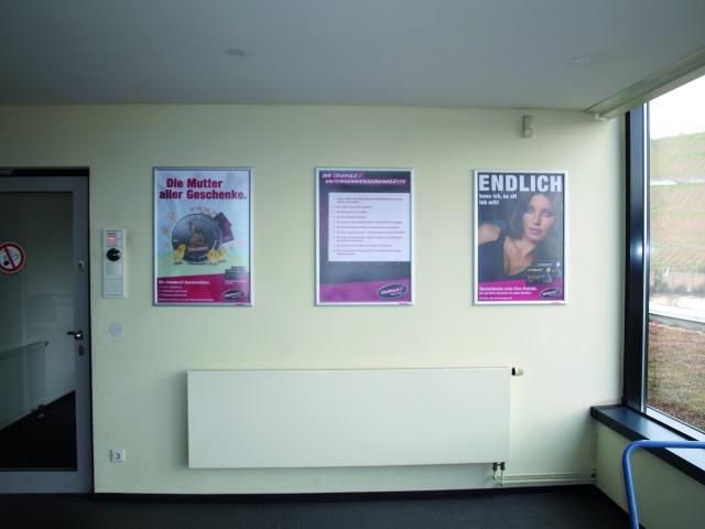 reklamní rámečky na plakáty